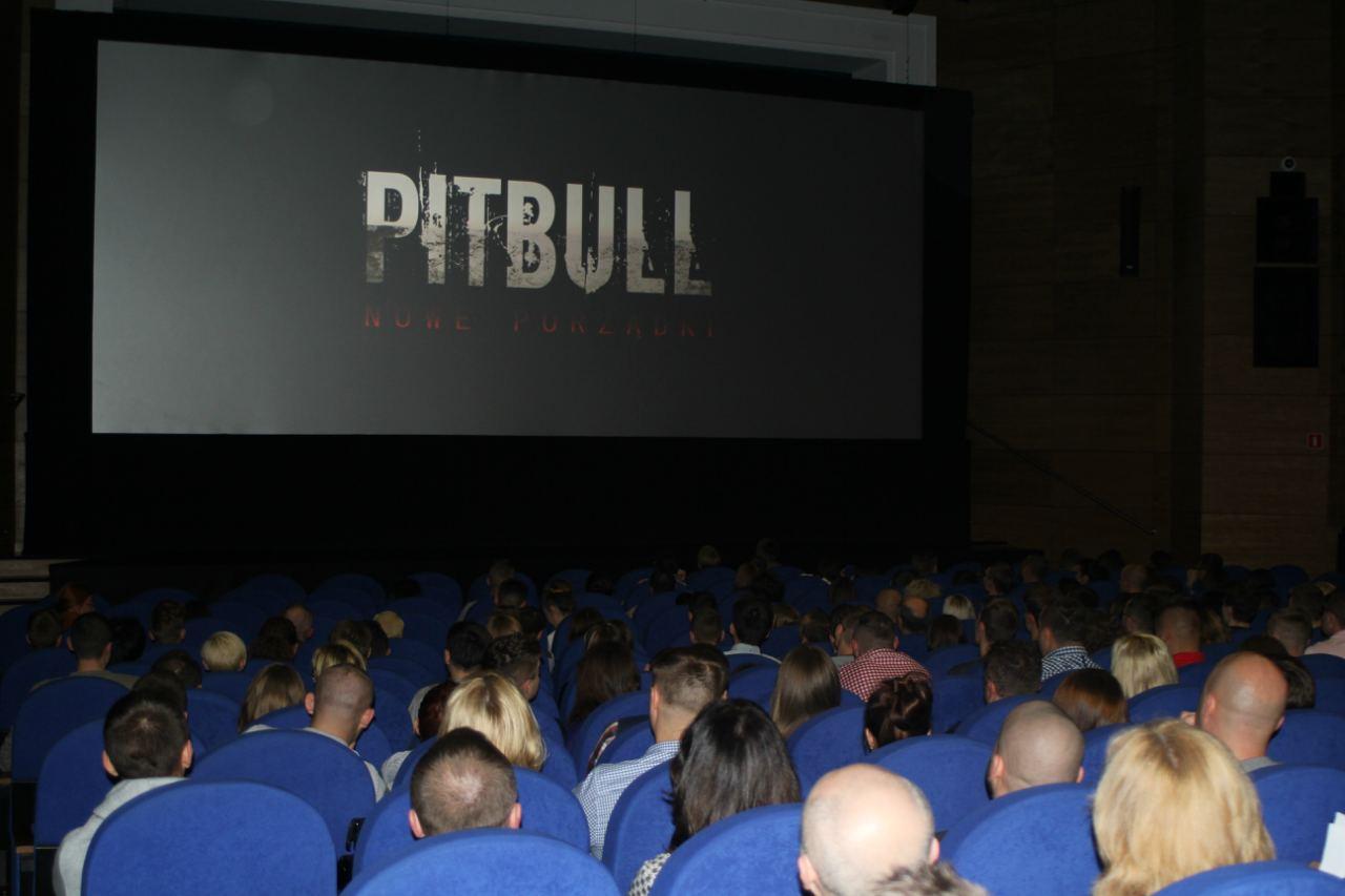 Wieczór z Pitbullem
