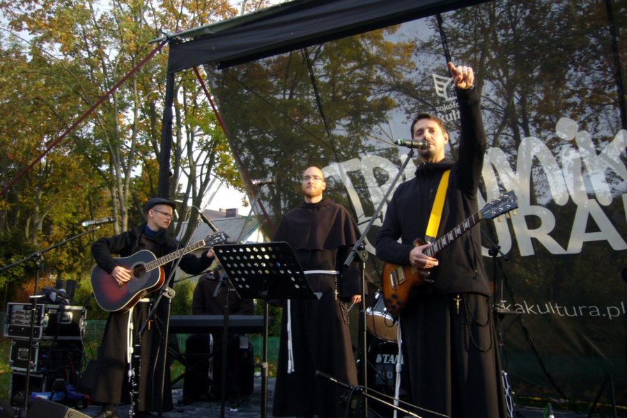 "Koncert ""Pokój i Dobro"" na Trawniku Coolturalnym"